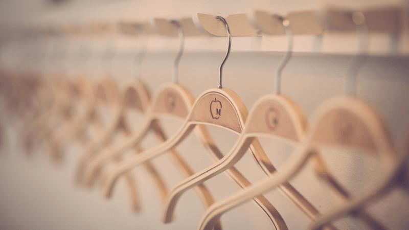 colgar la ropa perchada